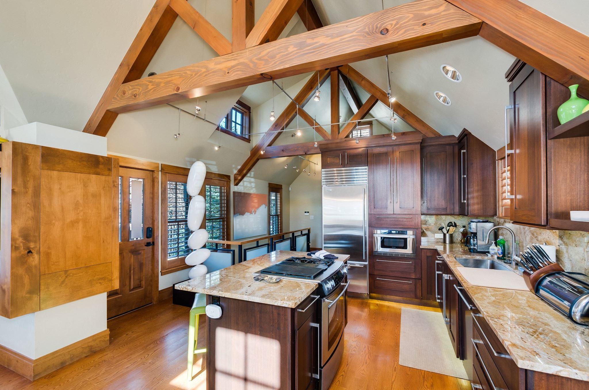 Cottage: Gourmet Kitchen: Gourmet Kitchen