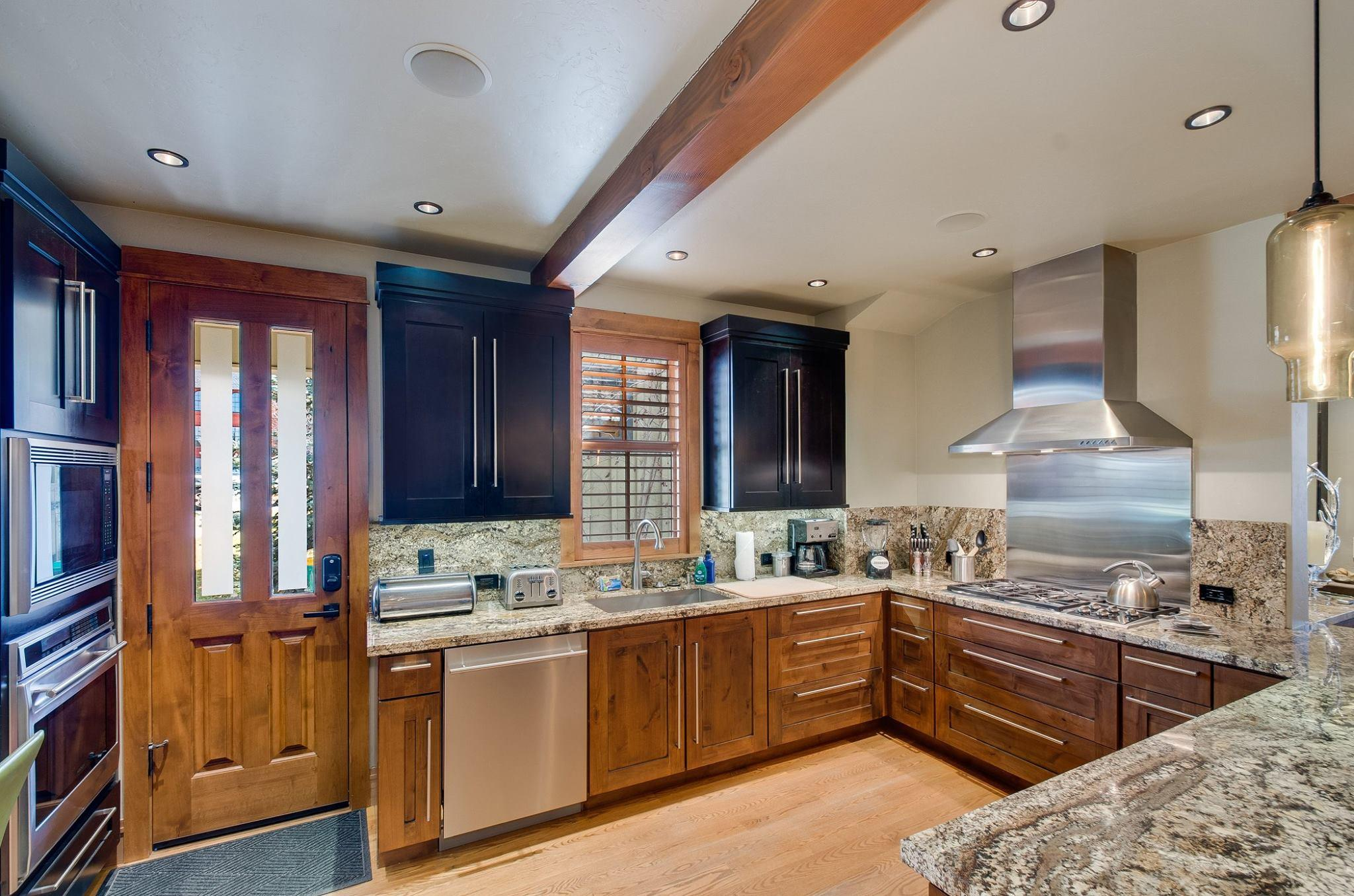 Main House: Gourmet Kitchen