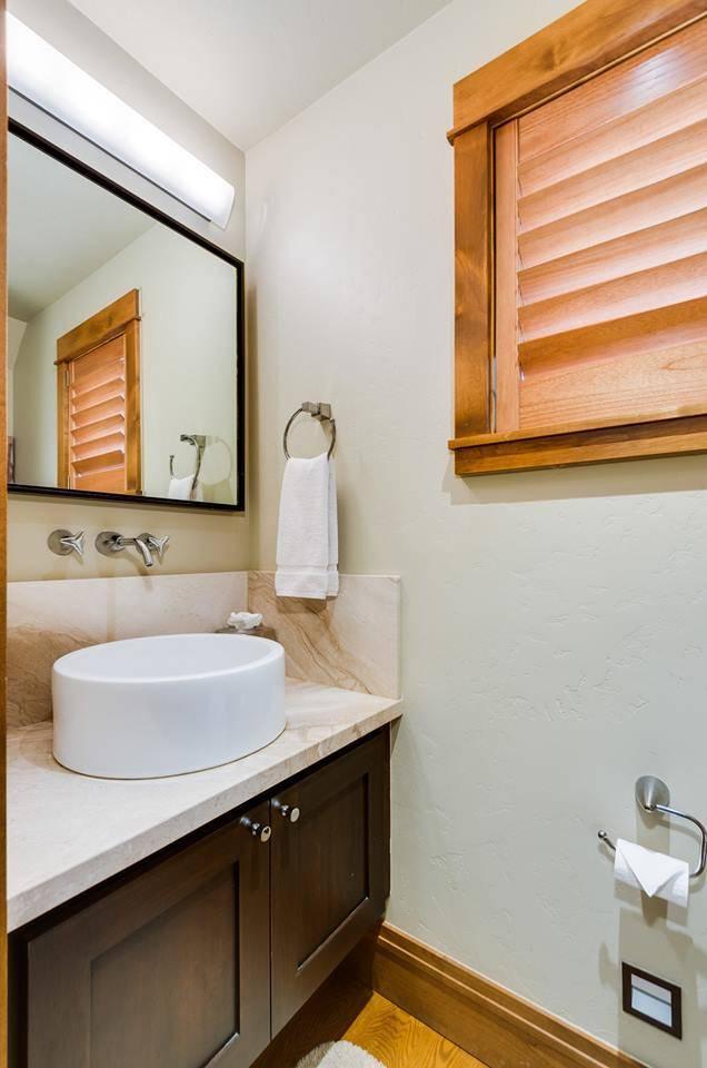 Cottage: Half Bath