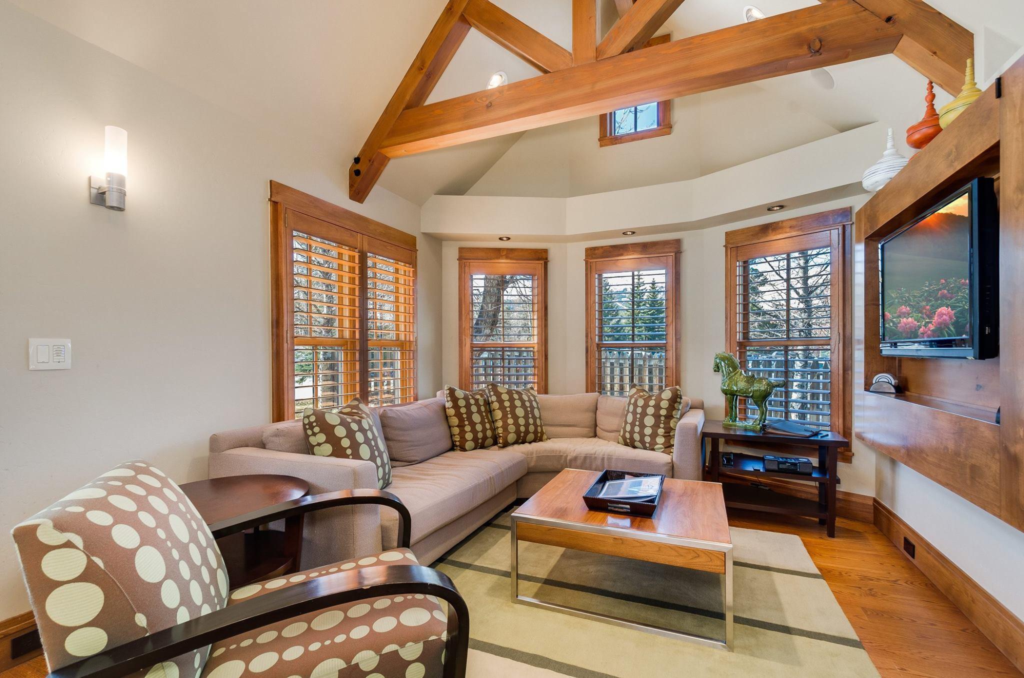 Cottage: Living Room