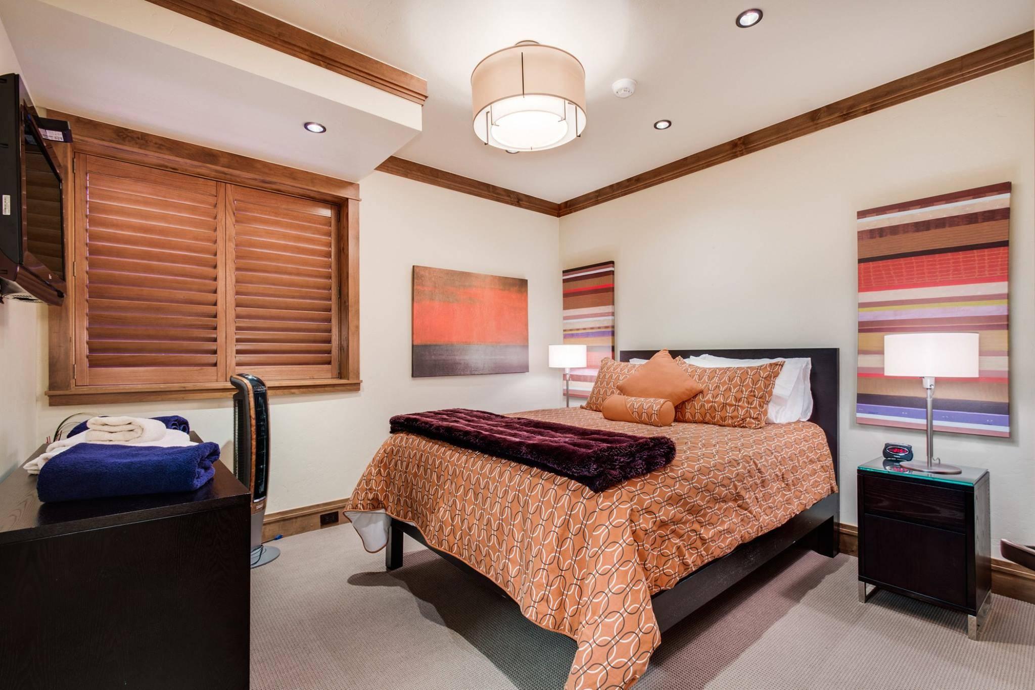 Main House: Guest Suite 2