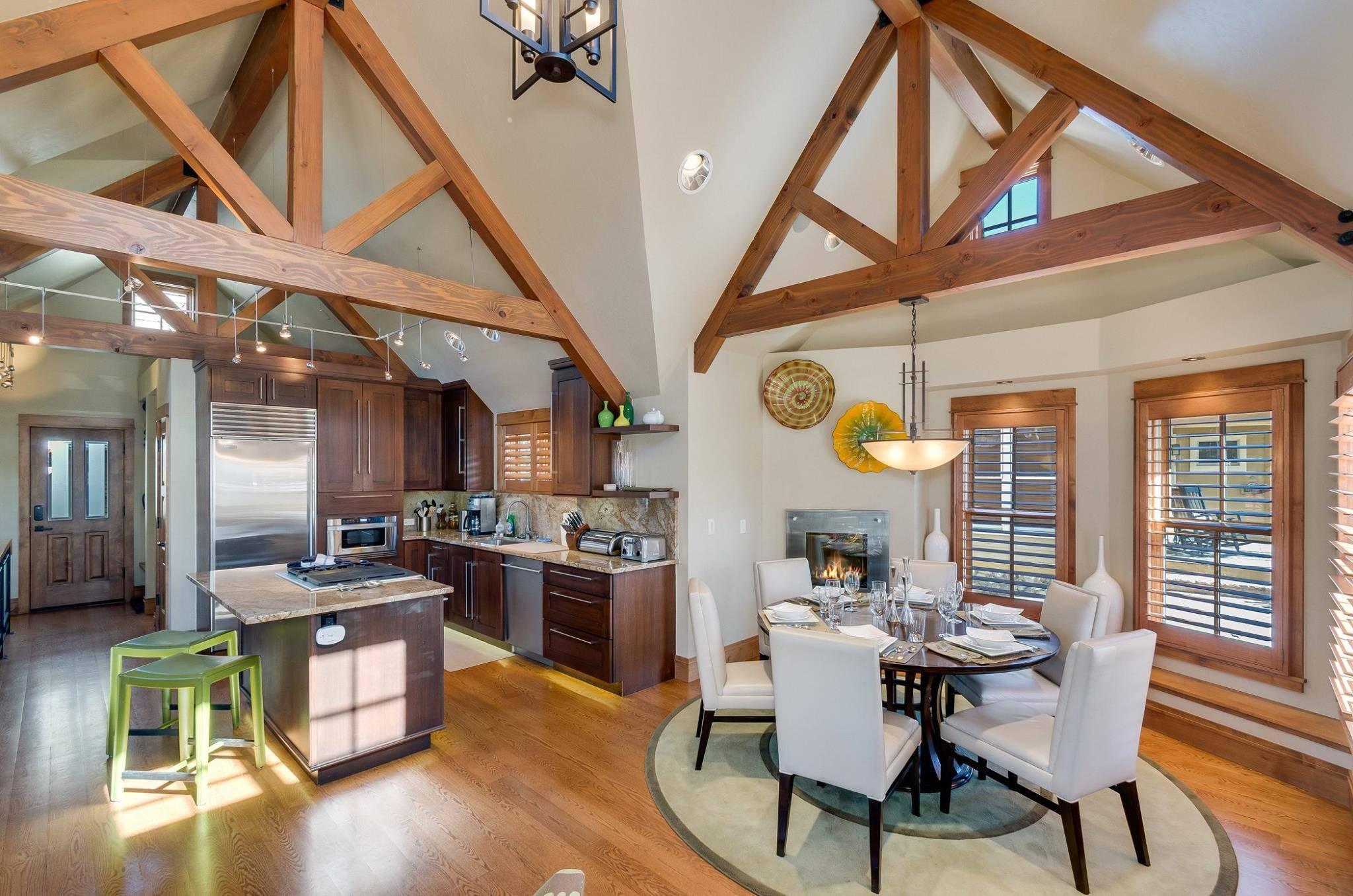 Cottage: Dining Room