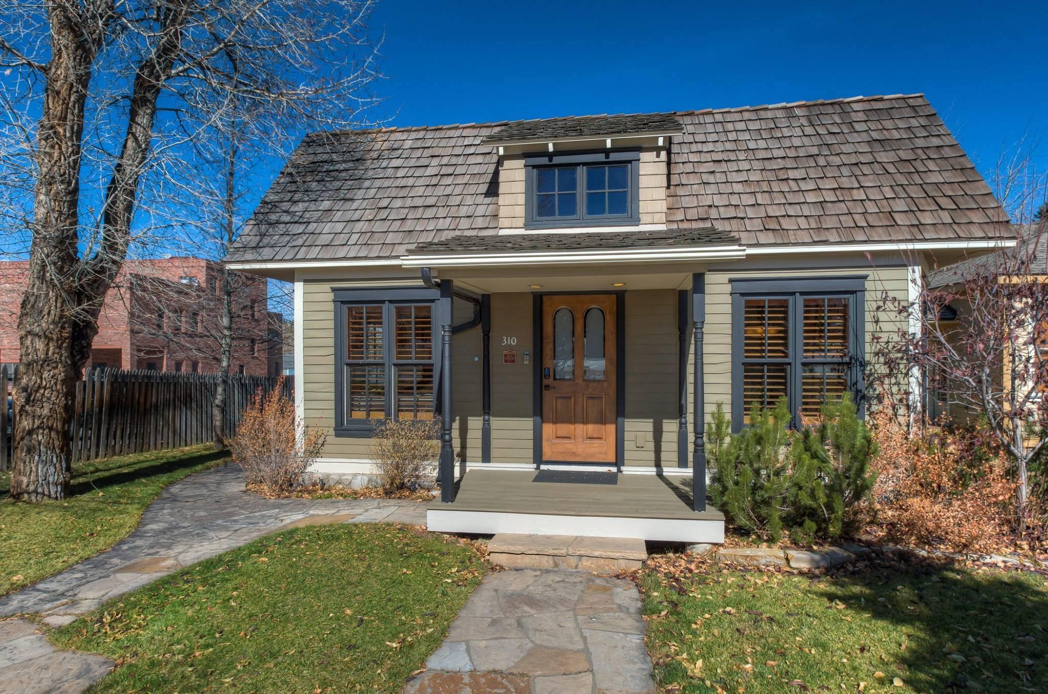 Cottage: Exterior